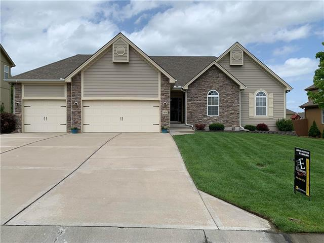 1404 SW Merryman Drive, Lee's Summit, MO 64082 (#2167730) :: House of Couse Group