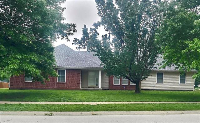 5649 Belmont Drive, Shawnee, KS 66226 (#2167765) :: House of Couse Group