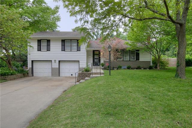 7620 Reinhardt Street, Prairie Village, KS 66208 (#2167776) :: House of Couse Group