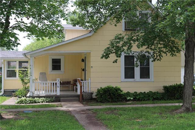 316 E 3rd Avenue, Garnett, KS 66032 (#2167777) :: House of Couse Group