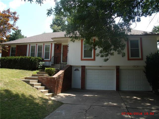 10107 NW Mirror Lake Drive, Parkville, MO 64152 (#2167818) :: House of Couse Group
