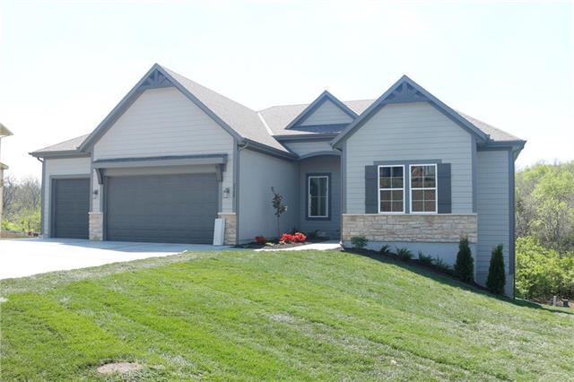 2927 W Sitka Drive, Olathe, KS 66061 (#2167905) :: House of Couse Group
