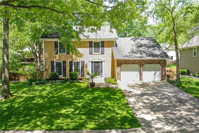 8118 NW Twin Oaks Drive, Kansas City, MO 64151 (#2167909) :: House of Couse Group