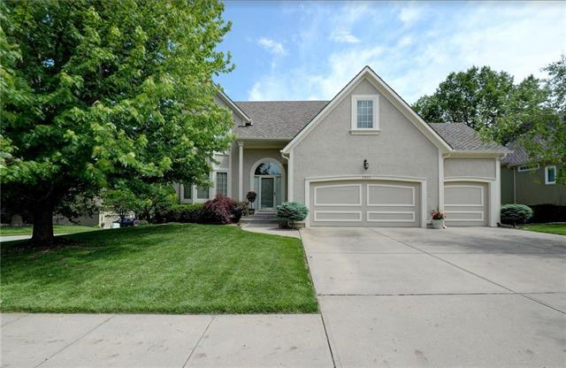 7901 NW Sunset Drive, Parkville, MO 64152 (#2167918) :: House of Couse Group