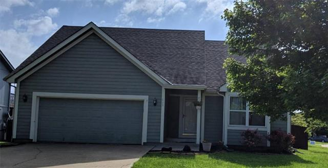 325 S Stonecreek Drive, Gardner, KS 66030 (#2167920) :: Edie Waters Network
