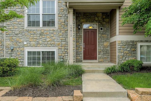 15813 Robinson Street, Overland Park, KS 66223 (#2167929) :: House of Couse Group