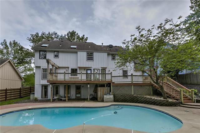 7520 N Lenox Avenue, Kansas City, MO 64151 (#2167931) :: House of Couse Group