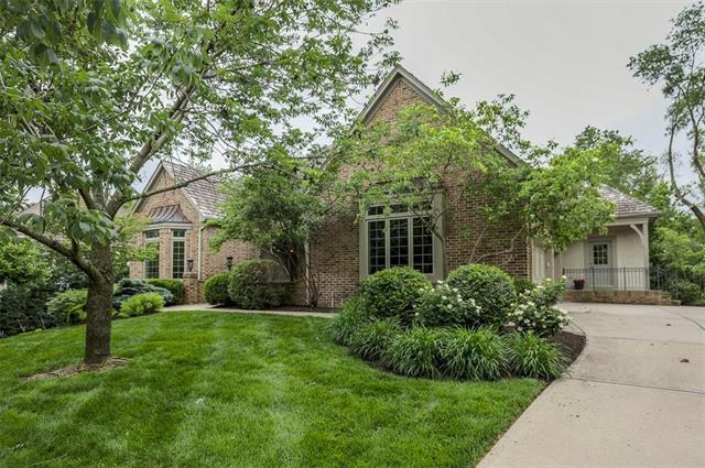 4015 W 112 Street, Leawood, KS 66211 (#2167944) :: House of Couse Group