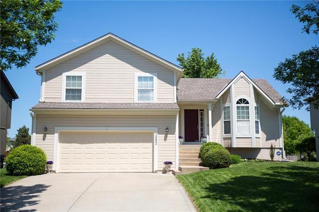 20802 W 118th Terrace, Olathe, KS 66061 (#2167953) :: House of Couse Group