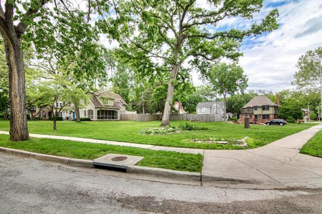 1300 W 50 Terrace, Kansas City, MO 64112 (#2168004) :: House of Couse Group