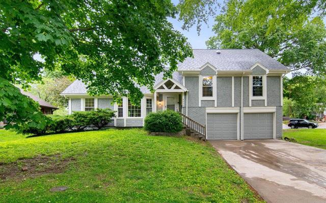 9020 W 104th Street, Overland Park, KS 66212 (#2168008) :: House of Couse Group