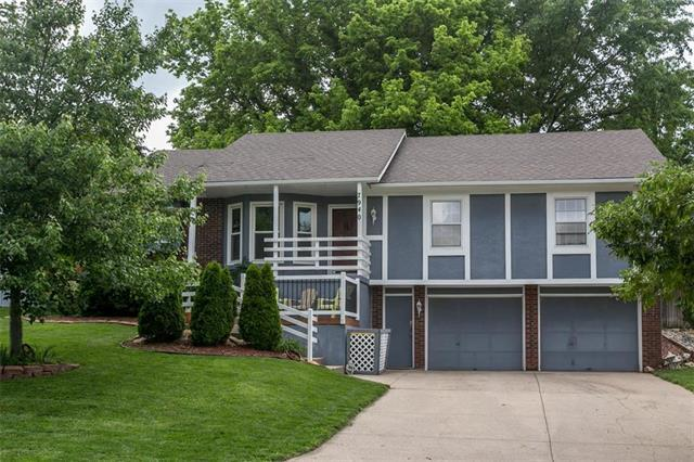 7940 Greenwood Street, Lenexa, KS 66215 (#2168014) :: House of Couse Group
