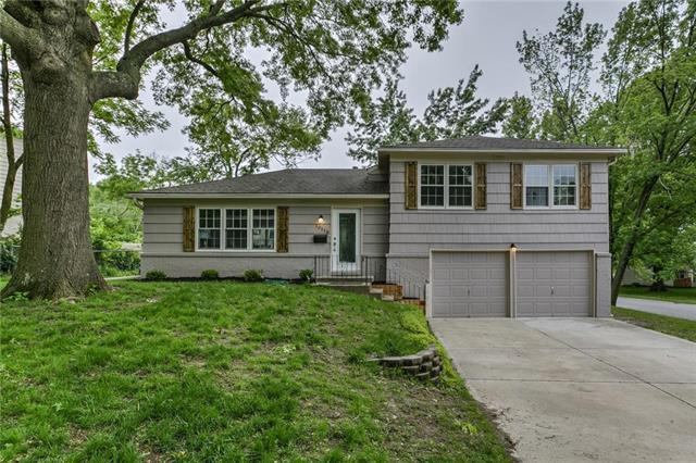 10118 Reeds Drive, Overland Park, KS 66207 (#2168020) :: House of Couse Group