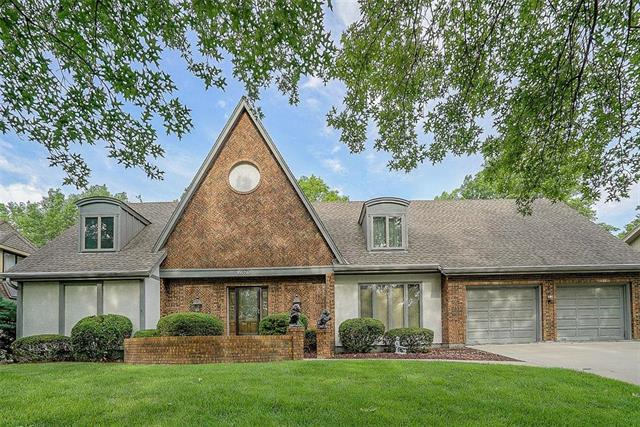 8676 W 102nd Terrace, Overland Park, KS 66212 (#2168028) :: House of Couse Group
