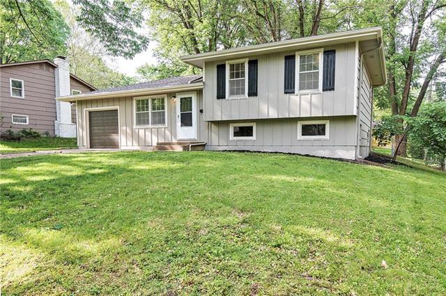 10811 W 72nd Street, Shawnee, KS 66203 (#2168039) :: House of Couse Group