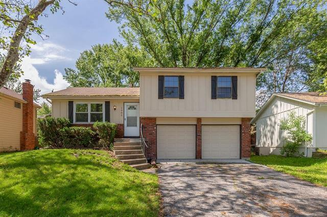 1905 E Pawnee Drive, Olathe, KS 66062 (#2168049) :: House of Couse Group