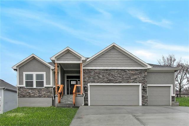 10610 W 49th Place, Shawnee, KS 66203 (#2168057) :: House of Couse Group