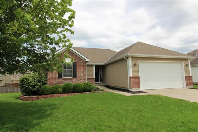 701 NW Eagle Drive, Grain Valley, MO 64029 (#2168062) :: House of Couse Group