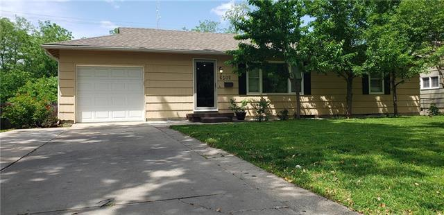 6508 W 61 Street, Mission, KS 66202 (#2168065) :: House of Couse Group