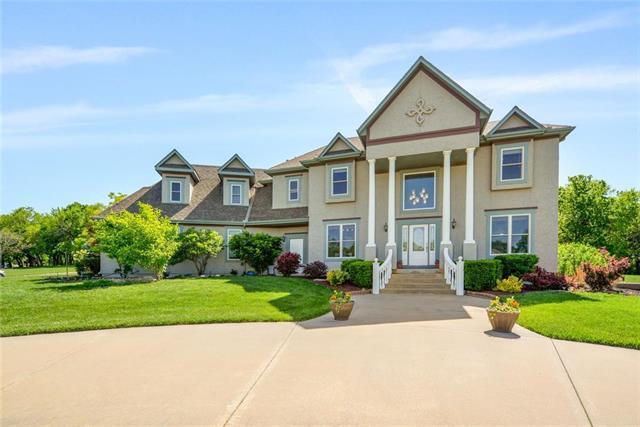 15701 Parkhill Street, Overland Park, KS 66221 (#2168073) :: Dani Beyer Real Estate
