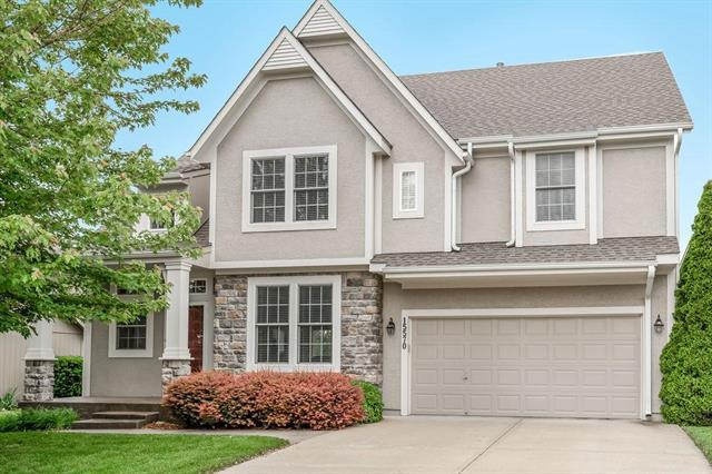 15570 S Bradley Drive, Olathe, KS 66062 (#2168082) :: Edie Waters Network