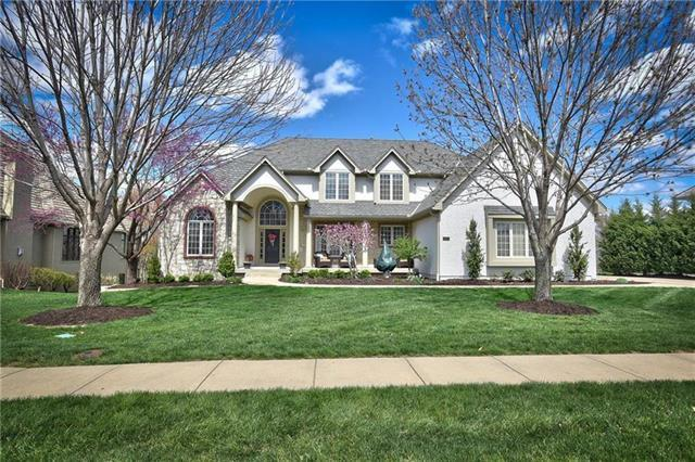 4814 W 143rd Terrace, Leawood, KS 66224 (#2168120) :: Edie Waters Network