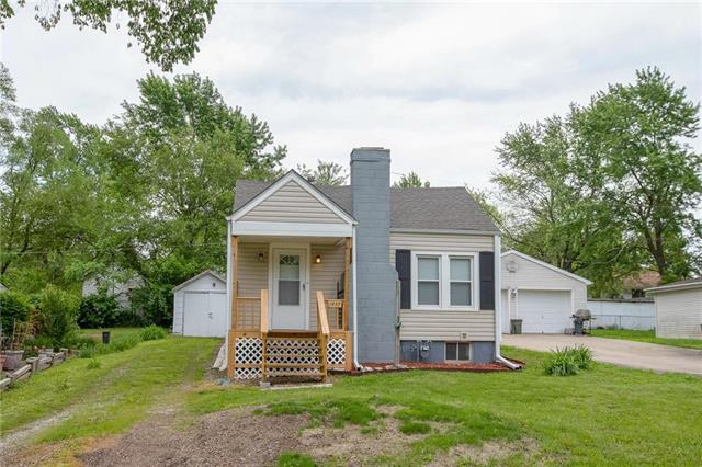 1937 S Hardy Avenue, Independence, MO 64052 (#2168125) :: Edie Waters Network
