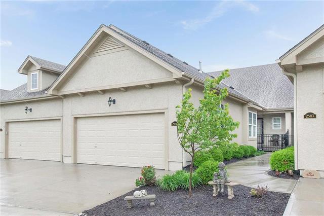 2505 NE 107th Terrace, Kansas City, MO 64155 (#2168138) :: House of Couse Group