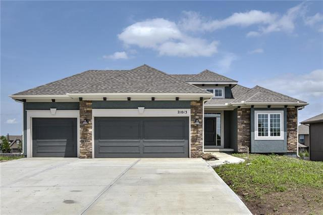 21013 Emerald Street, Spring Hill, KS 66083 (#2168315) :: House of Couse Group