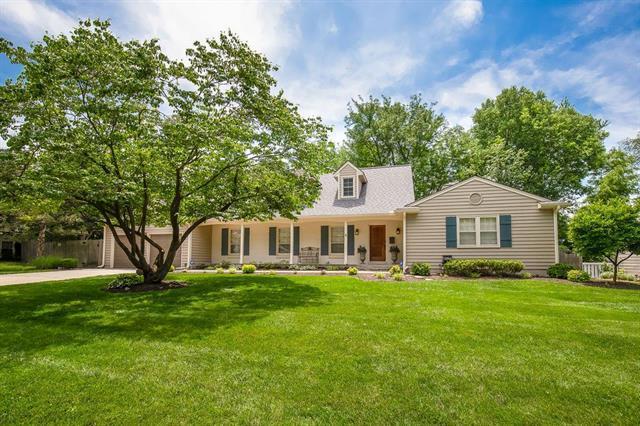 5515 W 82ND Street, Prairie Village, KS 66208 (#2168339) :: NestWork Homes