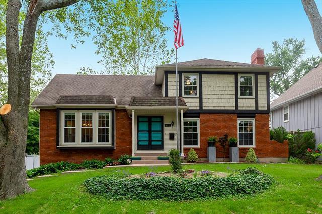 10211 W 98TH Terrace, Overland Park, KS 66212 (#2168541) :: House of Couse Group