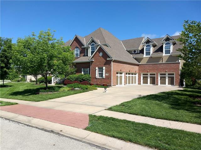 9415 E Pleasant Avenue, Kansas City, MO 64138 (#2168681) :: House of Couse Group