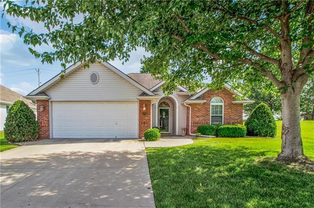 3320 S Victoria Drive, Blue Springs, MO 64015 (#2168886) :: Kansas City Homes