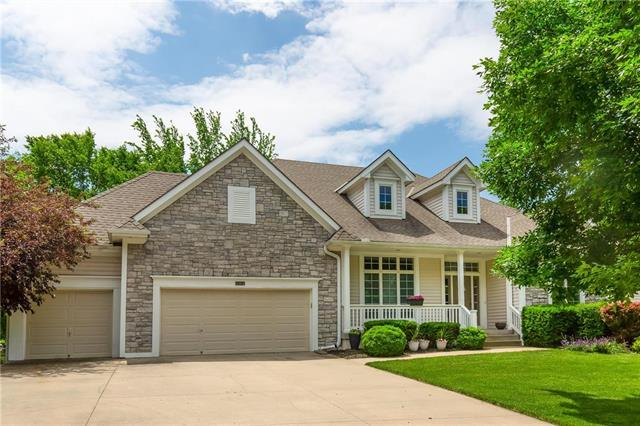 2517 SW Winteroak Circle, Lee's Summit, MO 64081 (#2169001) :: House of Couse Group