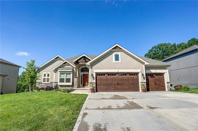 5890 Thousand Oaks Drive, Parkville, MO 64152 (#2169087) :: House of Couse Group