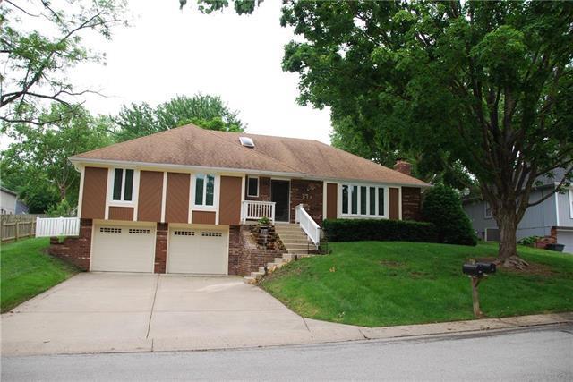 912 NW Woodlynne Drive, Blue Springs, MO 64015 (#2169120) :: Eric Craig Real Estate Team