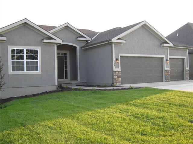 1223 NW 94 Terrace, Kansas City, MO 64155 (#2169182) :: Dani Beyer Real Estate
