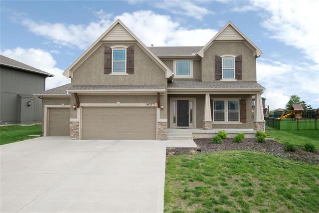 16373 S Laurelwood Street, Olathe, KS 66062 (#2169197) :: House of Couse Group