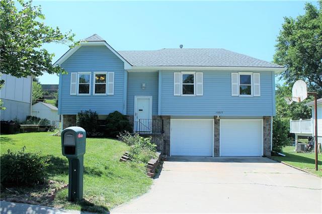 10827 Cleveland Avenue, Kansas City, KS 66109 (#2169455) :: House of Couse Group