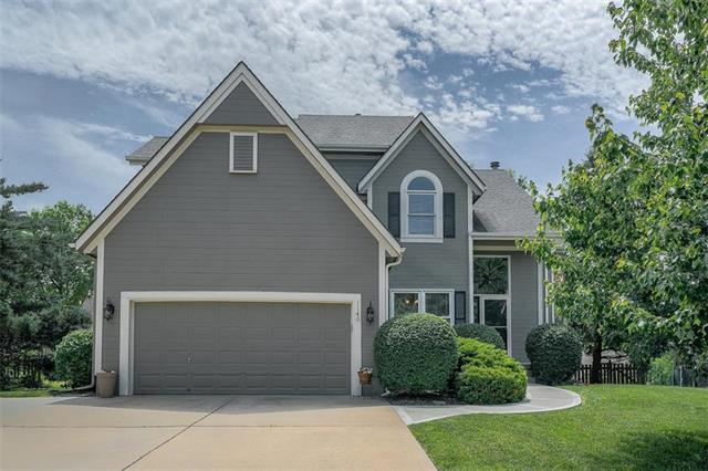1140 SW Pacific Drive, Lee's Summit, MO 64081 (#2169568) :: House of Couse Group