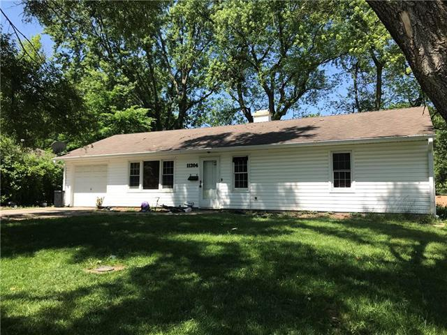11204 Donnelly Avenue, Kansas City, MO 64134 (#2169779) :: Clemons Home Team/ReMax Innovations