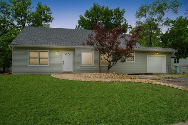 5109 W 49th Street, Roeland Park, KS 66205 (#2169876) :: House of Couse Group
