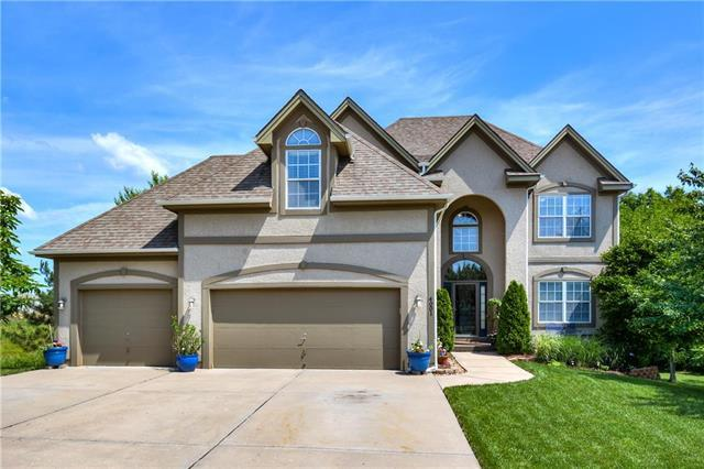 4001 SW Flintrock Drive, Lee's Summit, MO 64082 (#2169904) :: House of Couse Group