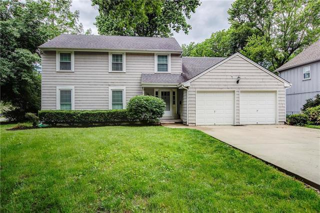 9820 Knox Drive, Overland Park, KS 66212 (#2170081) :: House of Couse Group