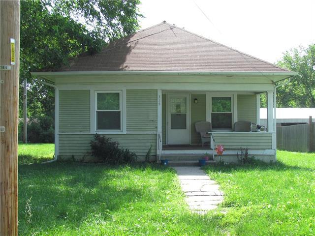 315 N 4th Street, Pleasant Hill, MO 64080 (#2170251) :: House of Couse Group