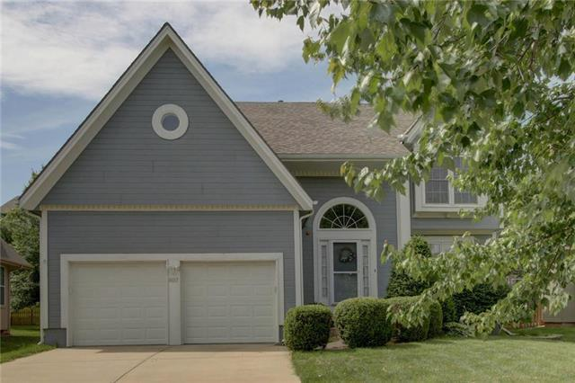 8017 W 144 Street, Overland Park, KS 66223 (#2170356) :: House of Couse Group
