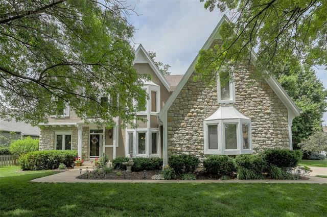 12826 Stearns Street, Overland Park, KS 66213 (#2170672) :: Eric Craig Real Estate Team