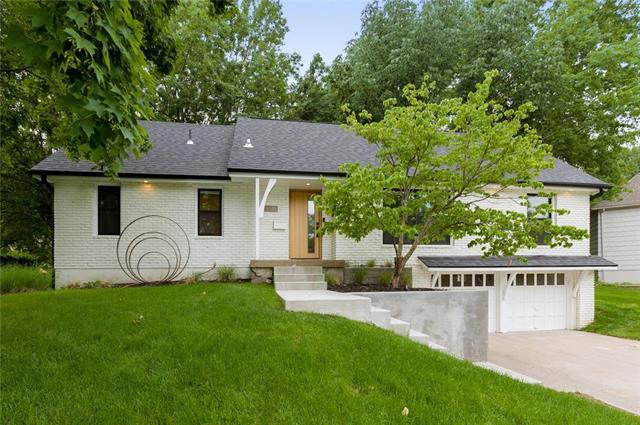 9516 Linden Street, Overland Park, KS 66207 (#2170682) :: The Shannon Lyon Group - ReeceNichols