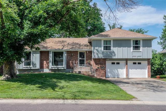 8904 W 95th Terrace, Overland Park, KS 66212 (#2170785) :: House of Couse Group