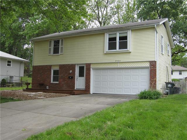 8920 Summit Street, Lenexa, KS 66215 (#2170967) :: House of Couse Group